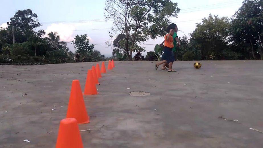 belajar bermain sepakbola
